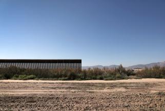 16-border-wall